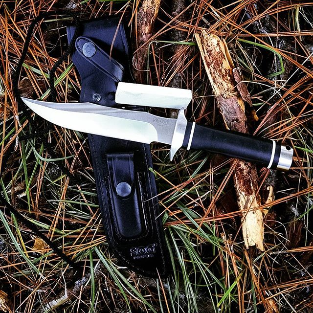 SOG Trident S2B - fixed blade 2.0. Comes with leather sheath, paracord and sharpening stone. Ready for you!  #trident #fixedblade #sog #sogknives #s2b #leathersheath