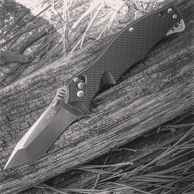 The SOG Vulcan Tanto Knife VL-03. This Knife features a 3.5 inch tanto blade made out of VG-10 with a 420J2 laminate  #sog #vulcan #tanto #vl #03 #vg10 #420j2 #laminate #sogknives