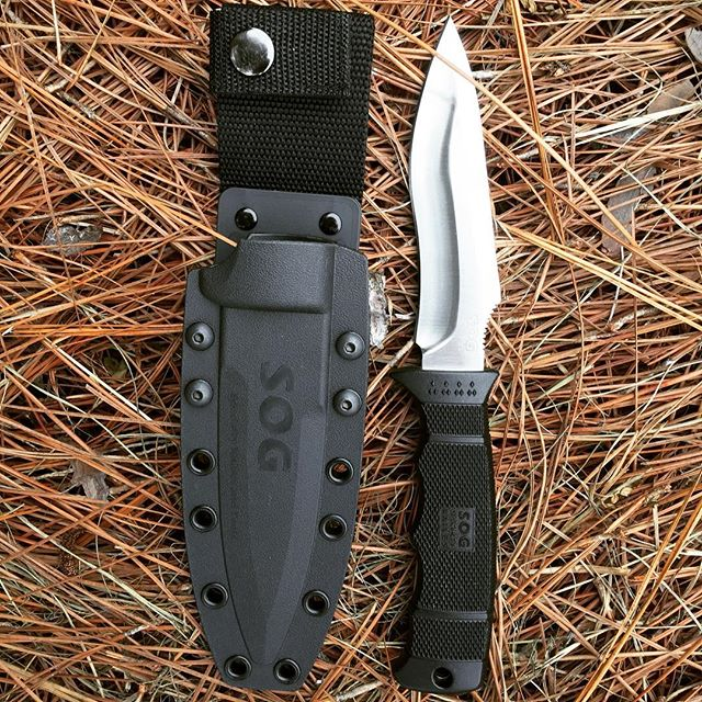 SOG M40-K Sog Ops Satin fixed blade with kydex sheath. Blade is 4.85 inches long and made of AUS 8 stainless steel. #sog #sogknives #sogops #fixedblade #kydexsheath