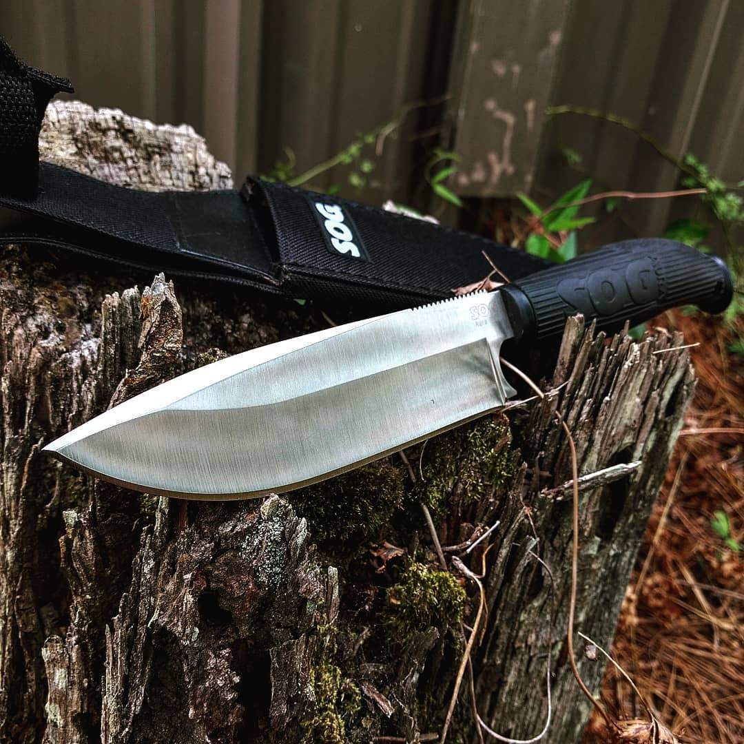 SOG Aura Camping Knife AU-1. Inspired by a bowie, the Aura is modernized to fit today's fashion statements! Get yours today at Sog-knives.net ! #sog #aura #zytel #handle #nylon #sheath #AU-1